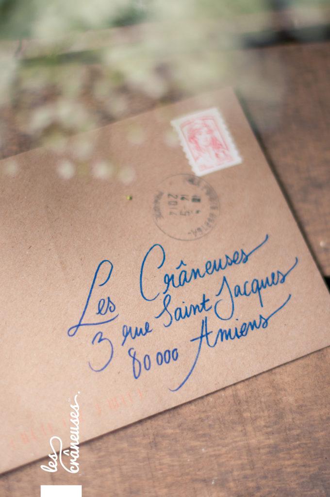 Faire-part mariage, calligraphie, kraft, enveloppe, adresses, papeterie personnalisée - Les crâneuses