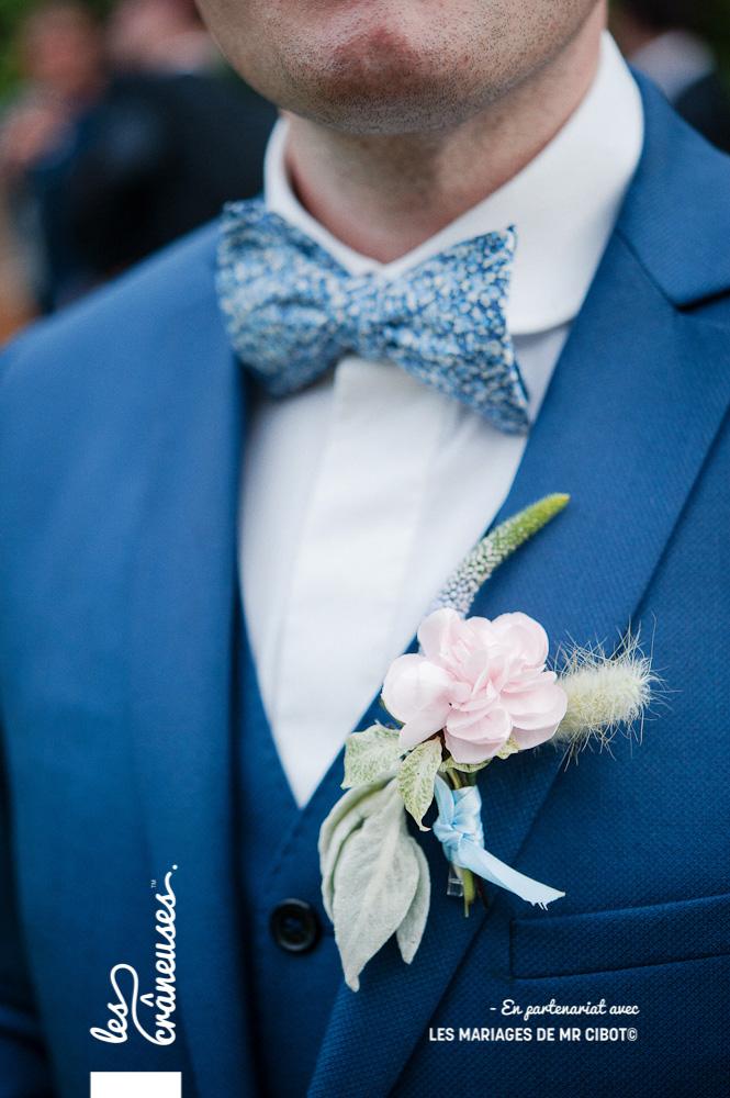 Mariage Normandie - Noeud papillon - bleu - Boutonnière rose - Les crâneuses