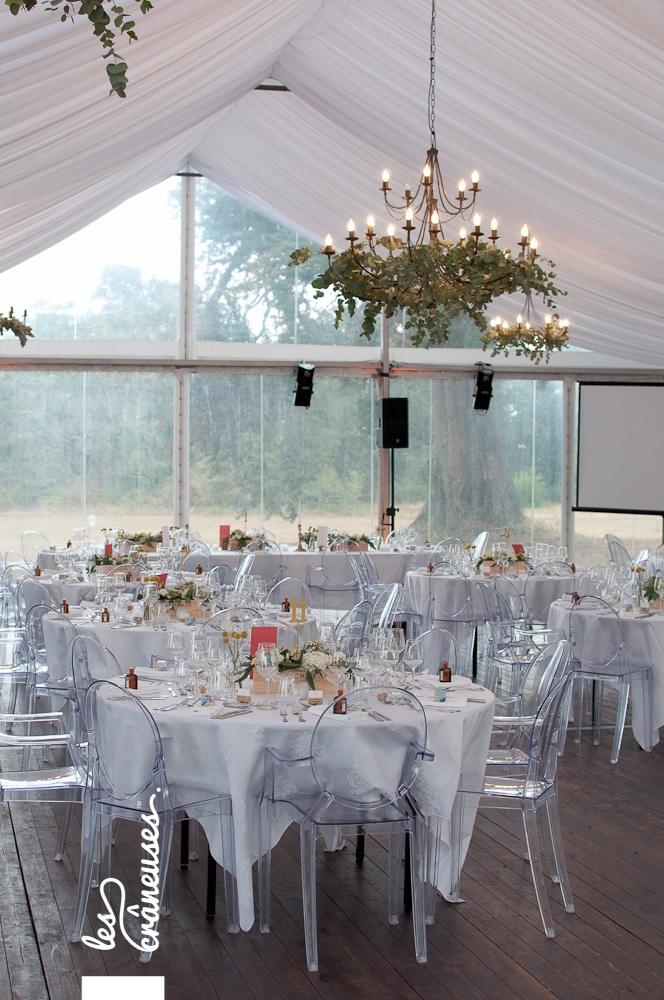 Mariage - Angers - Tente - Chaises cristal - Décoration raffinée - Végétal - Jaune - Blanc - les crâneuses - Wedding planner