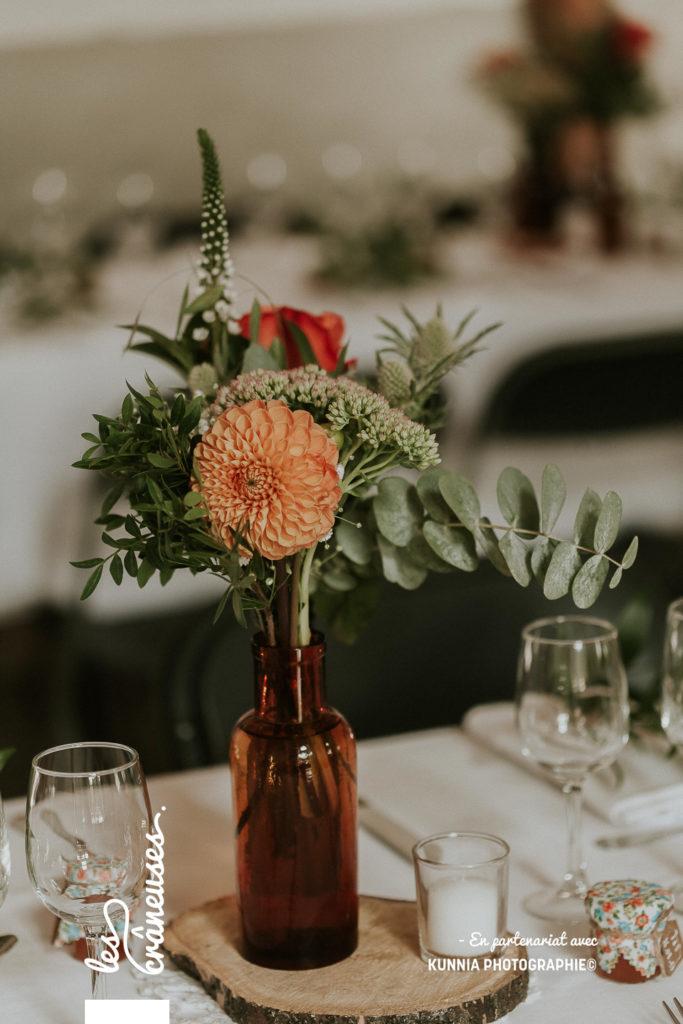 Décoration table - Mariage - Vase apothicaire - fleurs orange - végétal - champêtre - rustique - Les crâneuses