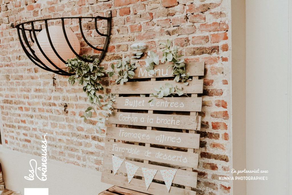 Décoration mariage - menu - palette en bois - fleurs - champêtre - Les crâneuses